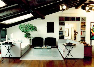 arredamento-di-una-mansarda-in-centro-storico-salone